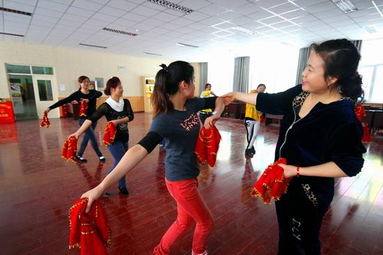 新疆兵团大学生村官文化活动搅热寒冬