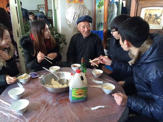 辽宁锦州市大学生村官新春走访