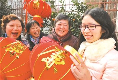 """江苏村官制作""""保廉灯""""传播廉政文化"""